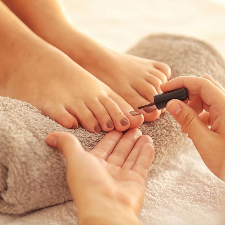 ¿Como cuidar las uñas de los pies?